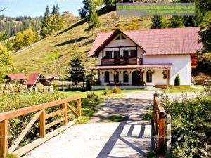 Pensiunea Vila Izvor - Cazare Bucovina, Cazare Pojorâta - Exterior spre intrare